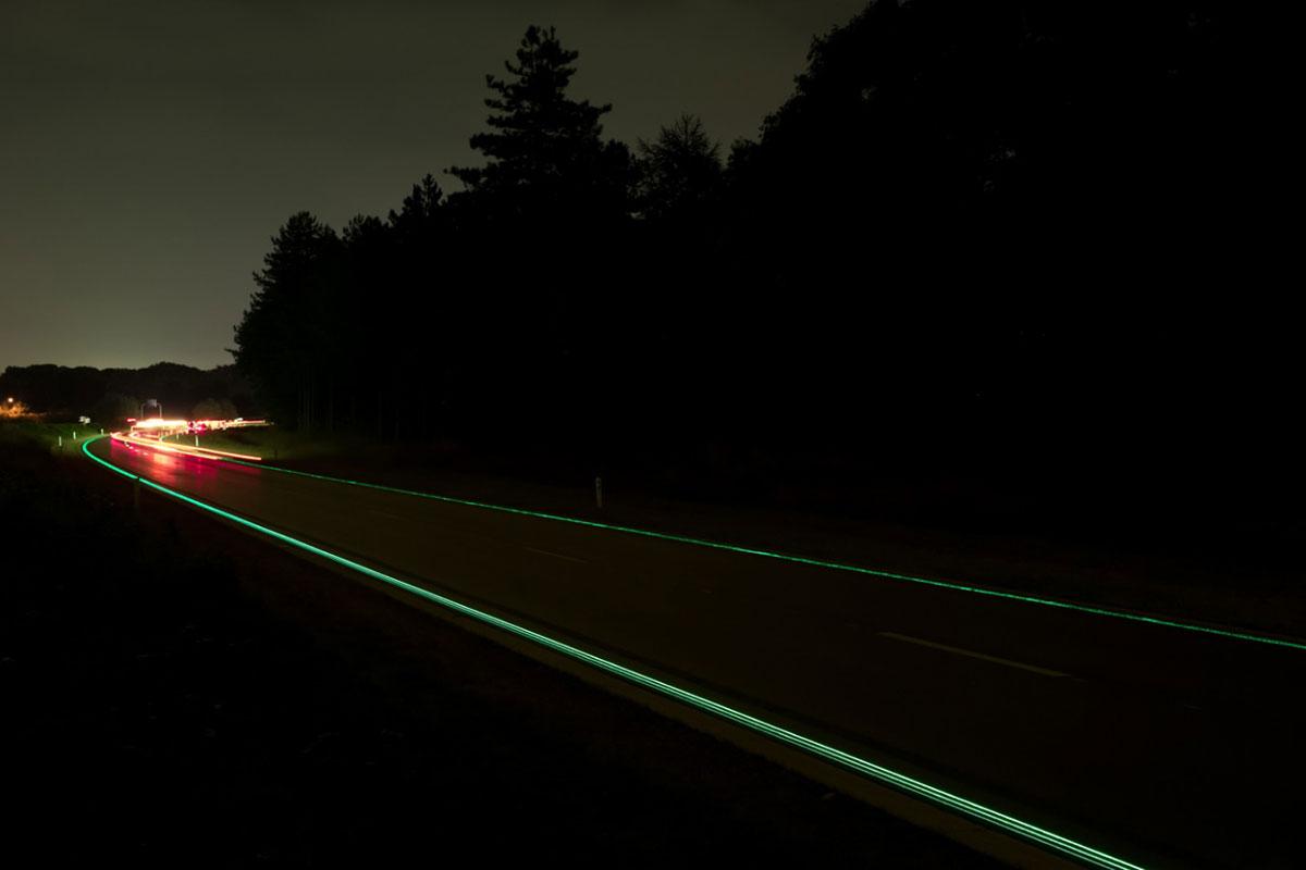 Светящаяся разметка шоссе